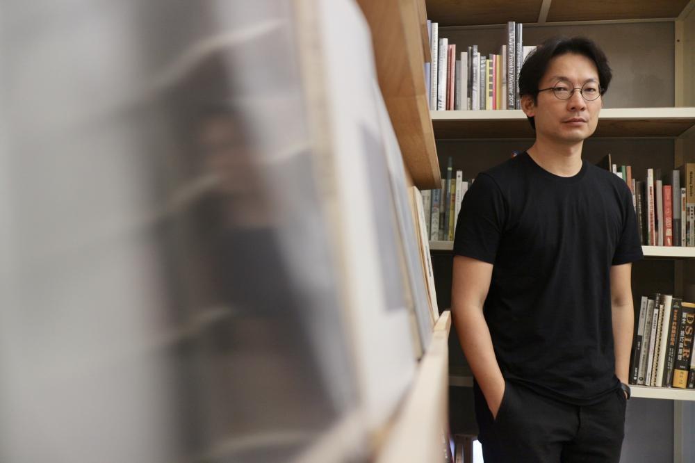 曹良賓是台灣影像創作者,於美國紐約普拉特藝術學院獲藝術創作碩士。