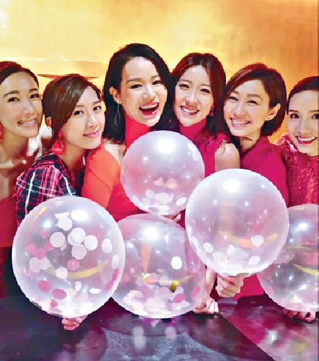 ■杏兒與一班「胡說八道會」的好姊妹齊齊迎接40歲。網上圖片