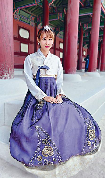 ■莊端兒穿上傳統韓服到景福宮祈福。