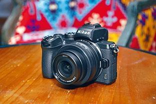 Z 50連Nikkor Z DX 16-50mm鏡套裝售價$8,580,另連Nikkor Z DX 16-50mm及50-250mm雙鏡套裝,售價為$10,480。