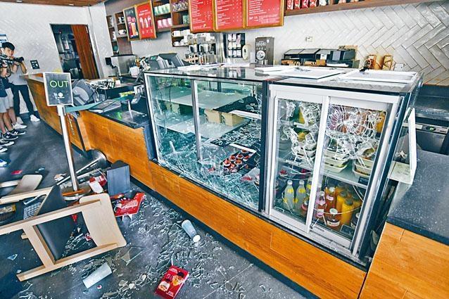 ■校內美心集團旗下咖啡廳及餐廳遭破壞。
