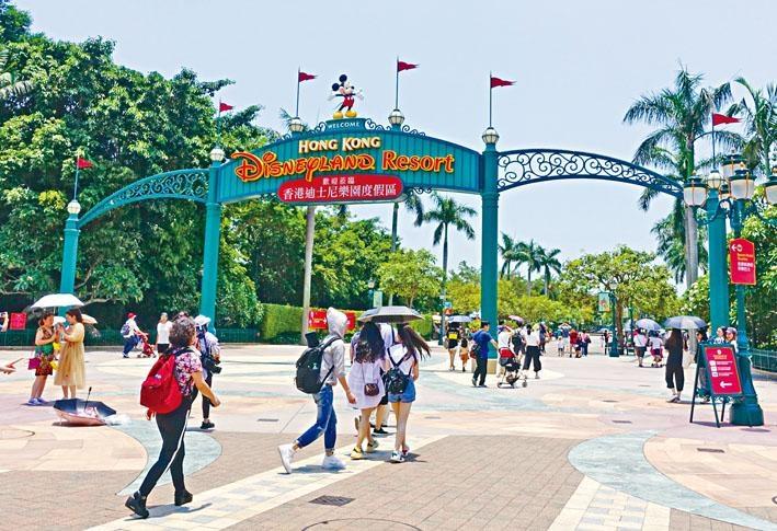 ■受連月的示威衝突影響,香港迪士尼樂園營運收入亦大跌。