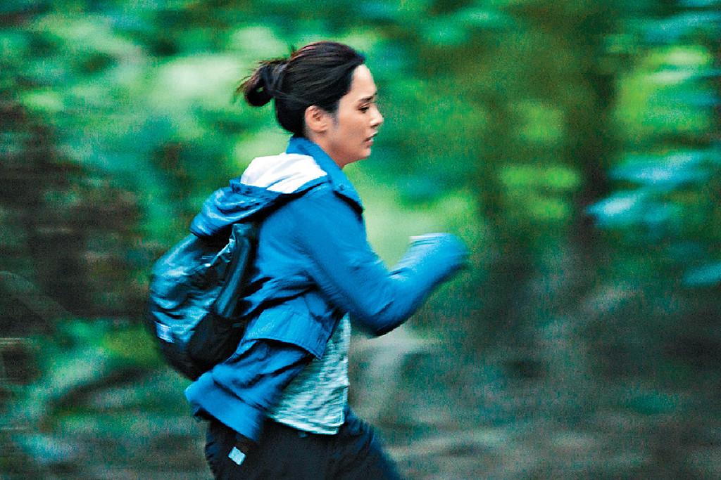 ■戲中阿嬌有不少喪跑戲份,而且要在樹林中拍攝,相當吃力。