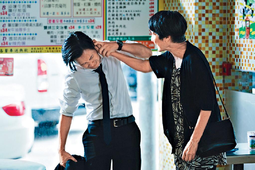 ■戲中患有認知障礙的顧美華,經常指罵兒子小龍,但小龍爆:「其實每次拍攝前後美華姐都會安慰我,好似怕傷害到我心靈咁。」