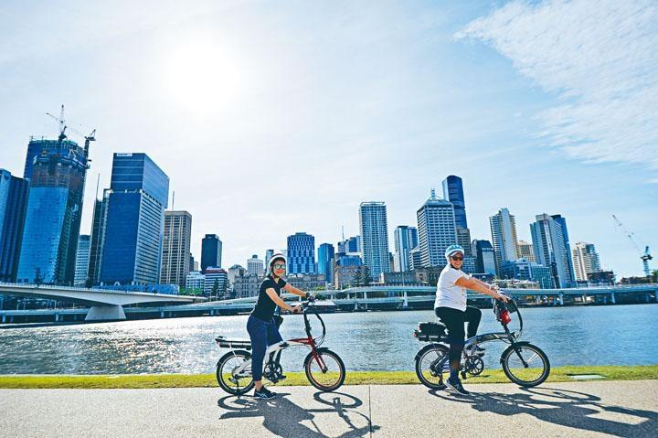 ●導遊帶領騎單車暢遊布里斯本市區。