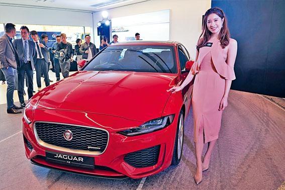 ●新款紅色XE R-Dynamic SE當日吸引不少女士們垂青,包括大會司儀鄭穎翹(Winifred)。