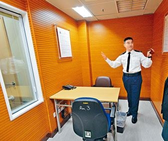 ■荃灣警署剛於前年進行重修,圖為用作審問可疑人物的特別房間。