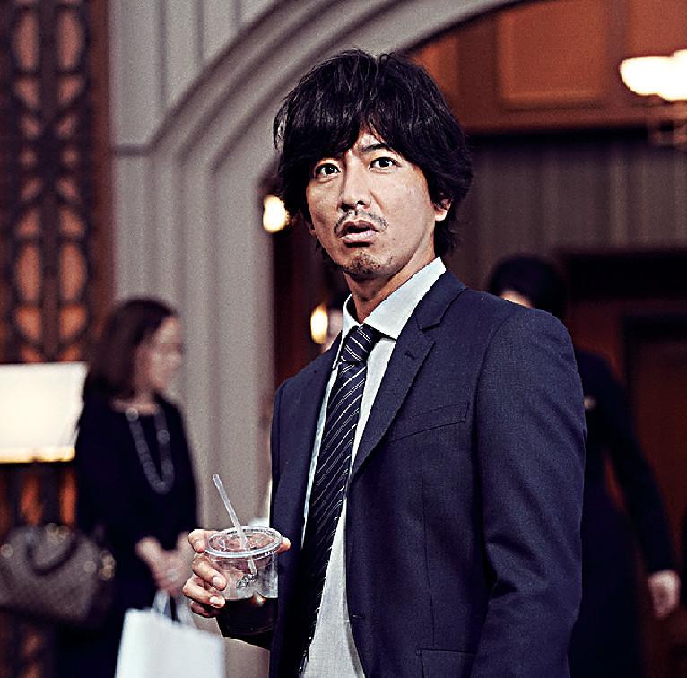 ■木村在《假面酒店》中扮演臥底刑警,假扮成酒店職員查案。劇照