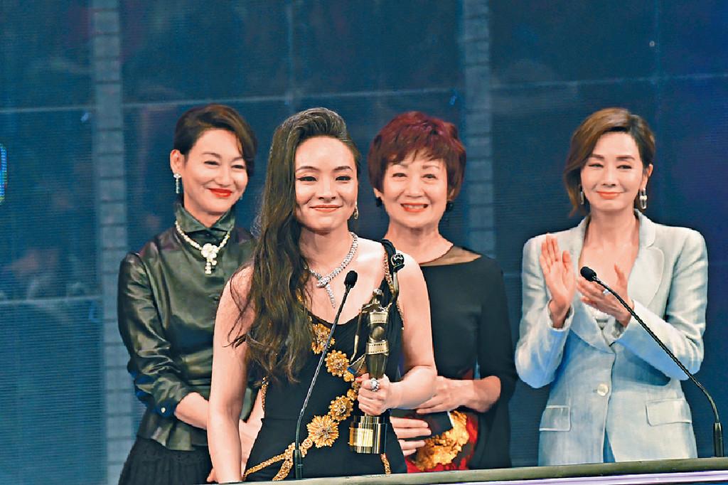 ■小美憑《三夫》以大熱姿態奪得今年香港電影金像獎最佳女主角。