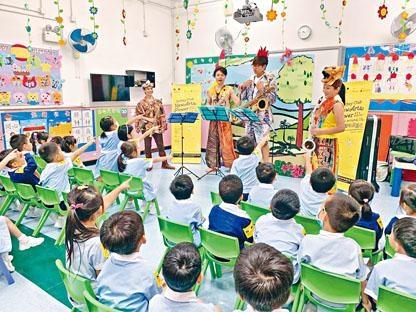 「第3屆賽馬會藝壇新勢力」今年首次走入幼稚園演出,圖為La Sax的音樂表演《Jun Go瘋!》。