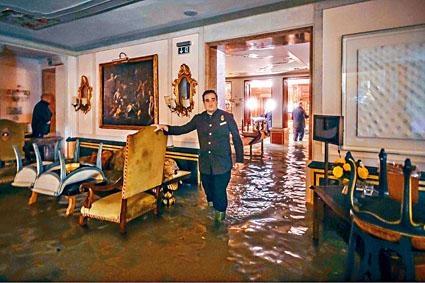 威尼斯著名的格瑞提皇宮酒店嚴重水浸。