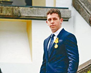 羅爾夫去年獲港府頒發「銅英勇勳章」。