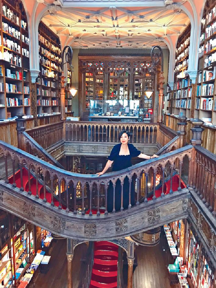 ■芷珊最開心此行有機會在作家羅琳創作哈利波特的著名書店Livraria Lello & Irmão拍攝,「書店畀我哋開店前半個鐘拍攝,所以我有機會影到全店冇其他人,真係好開心。」