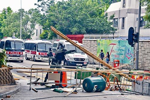 ■浸會醫院對開交通,近日亦受到堵路影響。