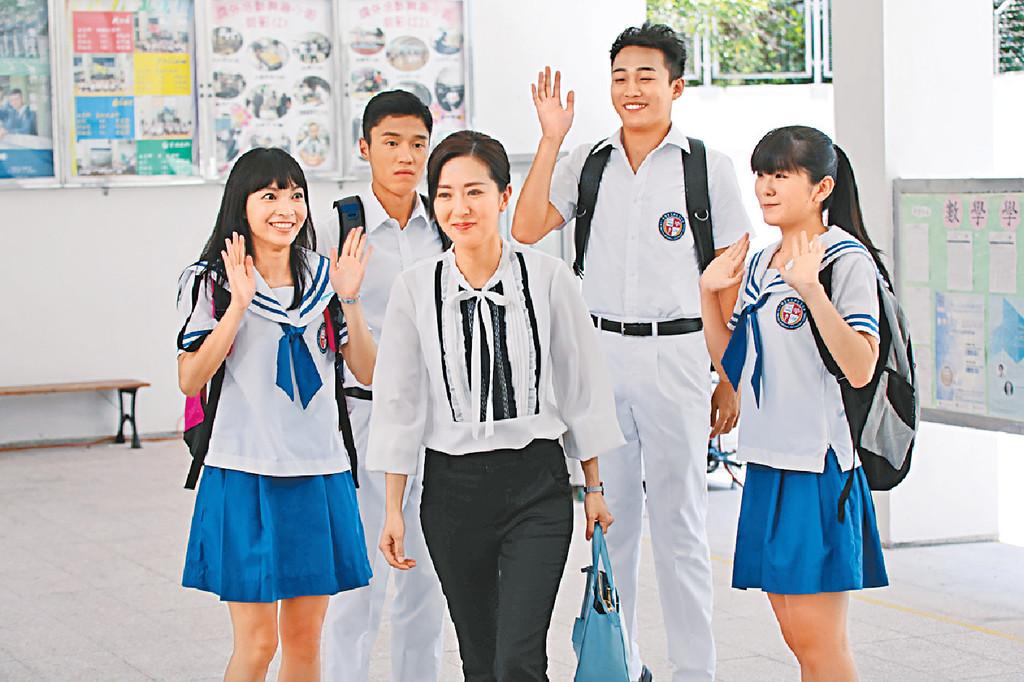 ■首次演老師的詩詠,戲裏戲外都被「學生」稱呼為「Miss Chan」,氣氛特別好。