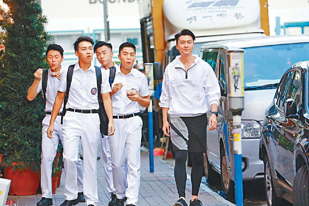 ■浩信大讚演「學生」演員個個好努力,令他更容易投入老師角色。
