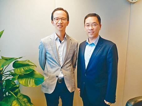 ■楊嘉康(右)表示,房協提供多個渠道讓業主與租客配對。