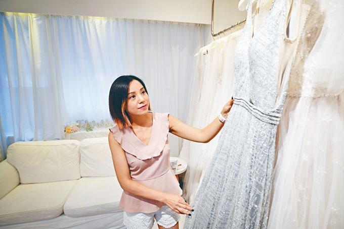 FOI Wedding店主Natalie從傳媒業轉行創辦婚紗店,更想盡辦法,迎難而上。