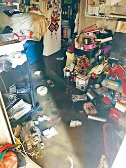 柯士甸道一個住宅被催淚彈擊中引起小火,兩房間焚毀。
