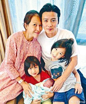 張晉、Ada第一時間分享全家福,一家五口幸福美滿。