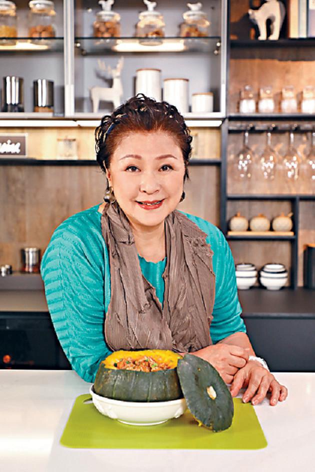 ■GiGi姐對煮食及主持拍檔都好有要求,倩揚被點名合作受寵若驚。