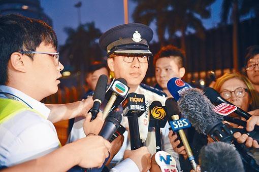 油尖警區指揮官何潤勝呼籲示威者勿冒險爬渠或游繩逃走。