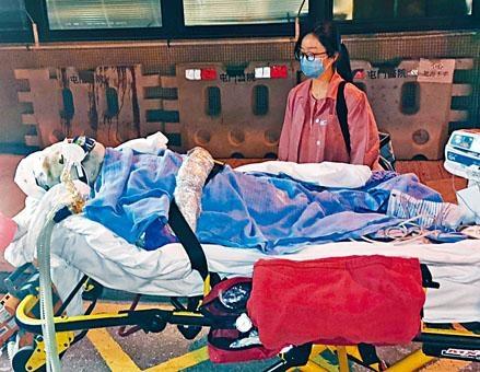 其中一名重傷工人送院救治。