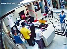 ■影片顯示鄭文傑疑在七月至八月期間三次到羅湖某會所。