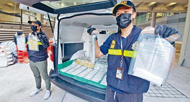 ■海關展示檢獲藏「冰」毒的糖果。