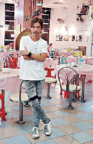 ■黃翊位於大埔墟街市頂層的食店,即使政府減租一半都係要蝕錢。