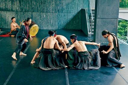 《緩行中的漫舞》演出暨工作坊,在亞洲協會香港中心力寶展藝場進行。