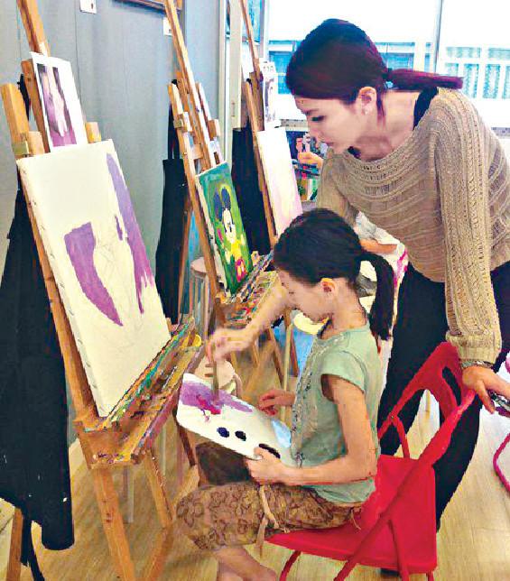 ■離開娛樂圈後,Alley專注教畫畫一段日子。