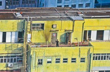 ■今年七月荃灣工廈劏房TATP案中,警方將炸藥移至天台引爆。