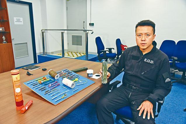 ■爆炸品處理課炸彈處理主任李展超表示,TATP威力僅次於手中的C4軍用炸彈。