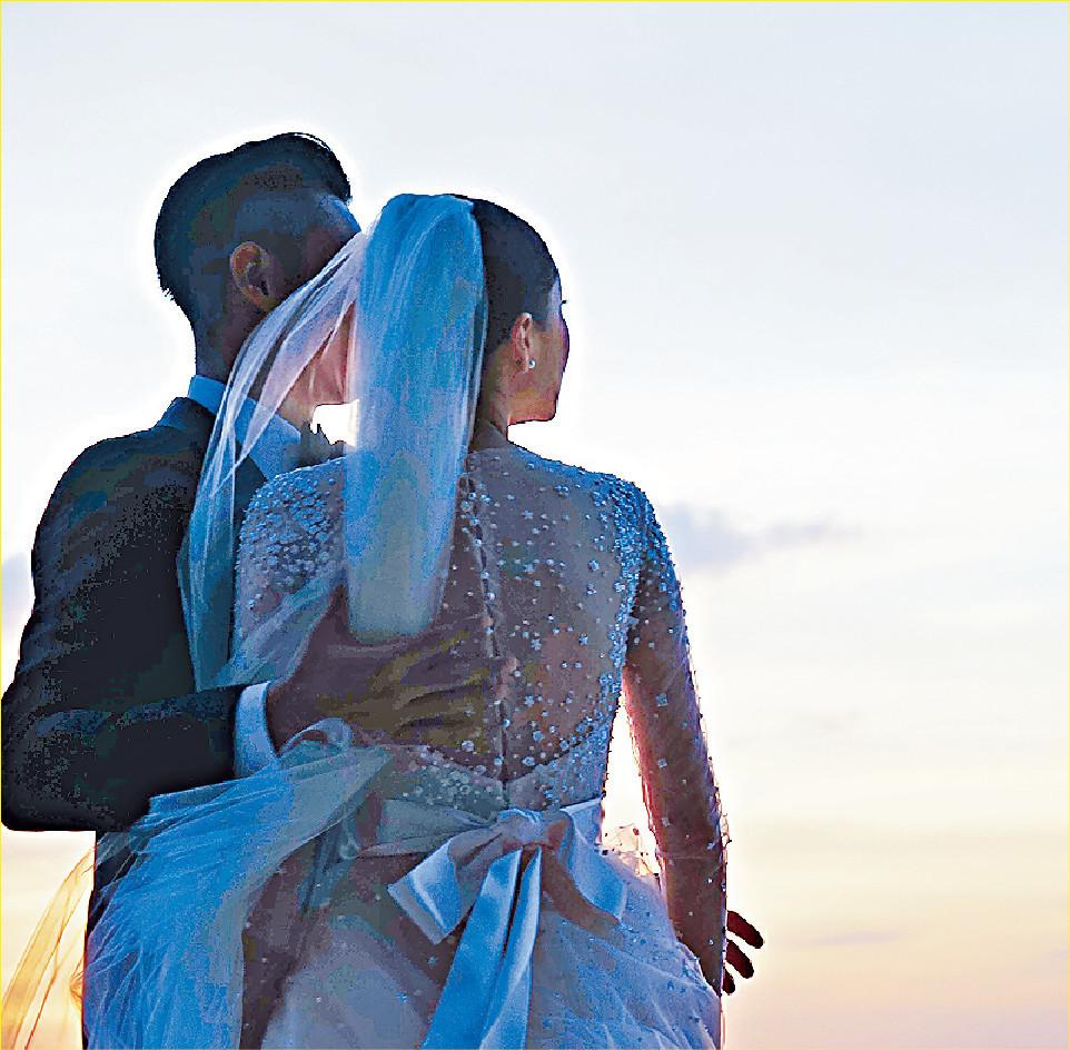 ■兩夫妻向來好低調,發給傳媒的結婚相都係「影後」。