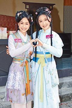 ■湯洛雯(右)希望黃心穎幫忙宣傳《丫鬟大聯盟》。