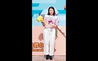爆女兒頭包毛巾扮公主  林嘉欣扮睇書唔敢望