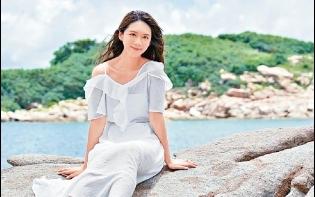 英皇靚聲新人Elly  拍MV曬足五粒鐘