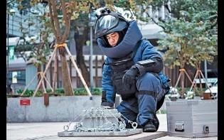 重裝上陣灣仔「拆彈」  劉青雲被狙擊險中槍