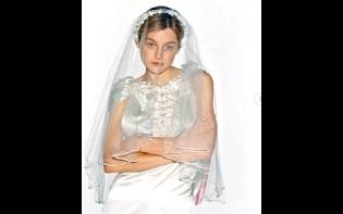 貼婚紗照自稱「酷兒新娘」  「戴妃」Emma疑宣佈出櫃