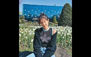 Jennie賞花涉違限聚令