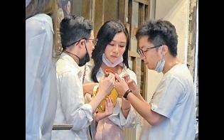 老友未婚妻陳詩欣做媒人  鍾培生街邊食住雞蛋仔「選妃」