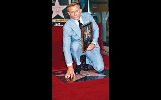 《007》雷米洛杉磯撐場  丹尼爾星光大道打星