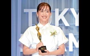 綾瀨遙染疫康復露面領獎