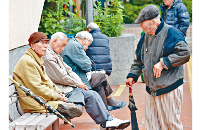 香港人口持續老化,至2034年每三名港人便有一位是長者,勢必為醫療及社區護理服務需求造成壓力。